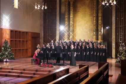 Jennifer & choir 2