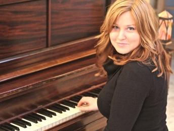 sarah-at-the-piano
